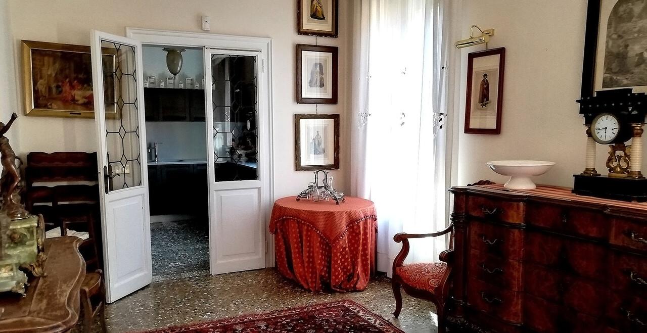 Interno camera dell'Hotel Metropole a Venezia.