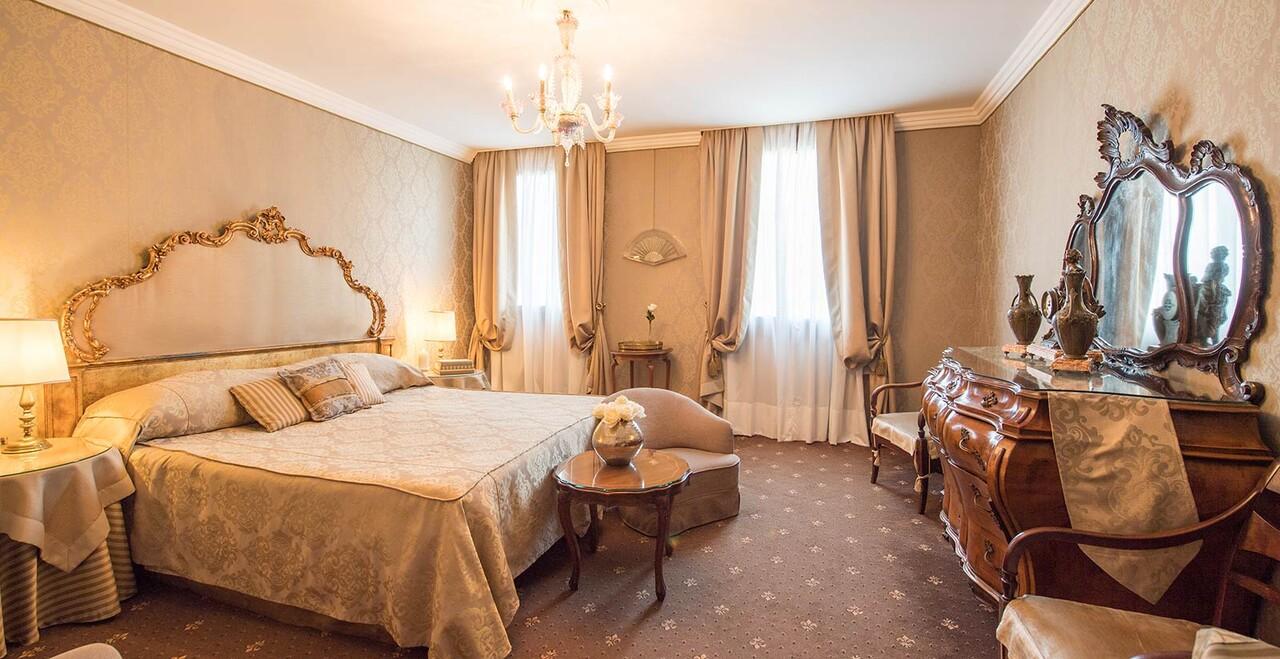 Camera dell'Hotel Metropole a Venezia.