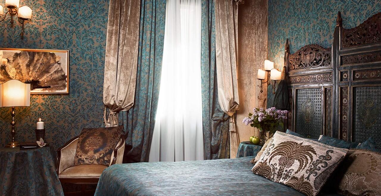 Camera tipicamente veneziana dell'Hotel Metropole.